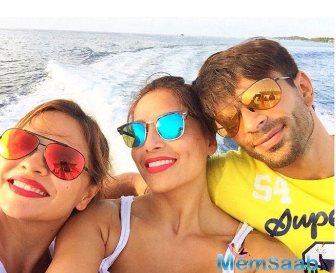 Bipasha,Deanne And Karan Take A Selfie At Maldives