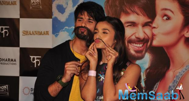 Shahid Kapoor And Alia Bhatt Cute Pose Bring To Life Shaandaar Poster At Trailer Launch