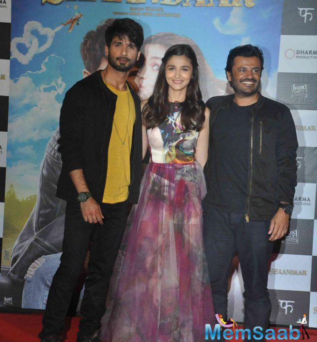 Shahid Kapoor,Alia Bhatt And Vikas Bahl Posed For Camera During The Trailer Launch Of Shaandaar