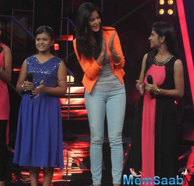 Katrina Kaif Enjoys Herself Onstage Along With 'Indian Idol Junior' Contestants