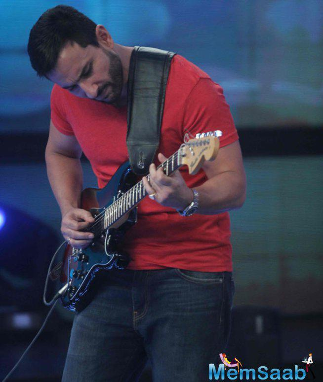Saif Ali Khan Strummed His Guitar For Fans