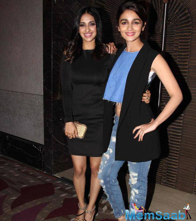 Alia Pose With A Friend During Wedding Pulav Trailer Launch Event