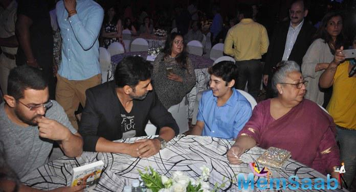 Akshay With His Son Aarav At Twinkle's Book Launch