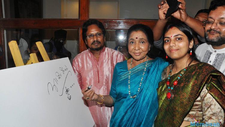 Asha Bhosle Inaugurated Paramesh Paul's Glory Of The Ganges
