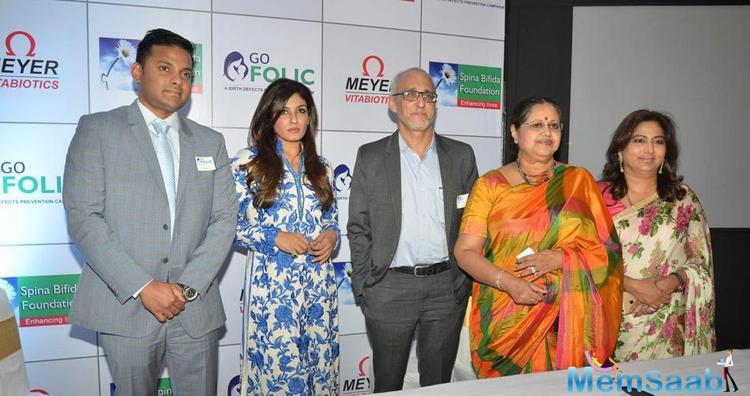 Raveena Tandon Posed For Camera During Go Folic Promotions