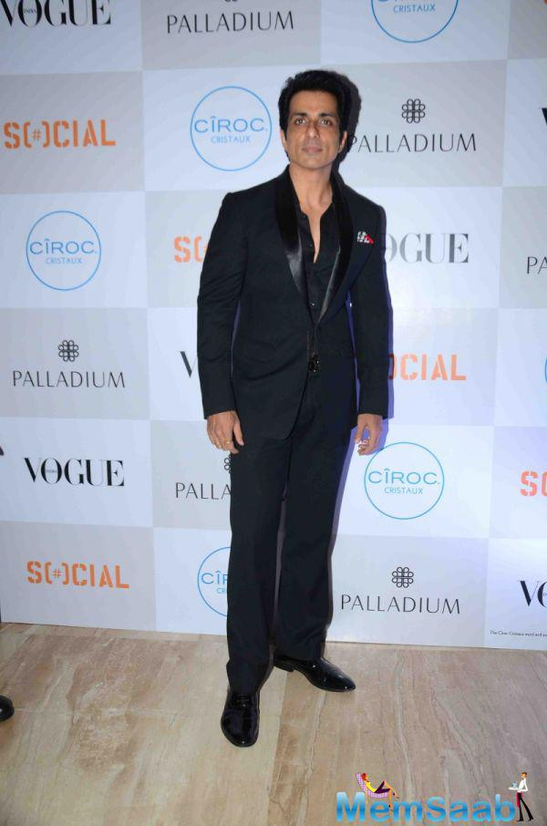 Sonu Sood In Black Suit Dashing Look At The Fashion's Night Out 2015