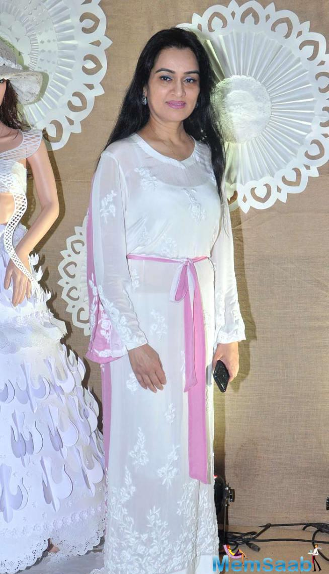 Padmini Kolhapure Picked A Lovely White Outfit With A Hint Of Mauve