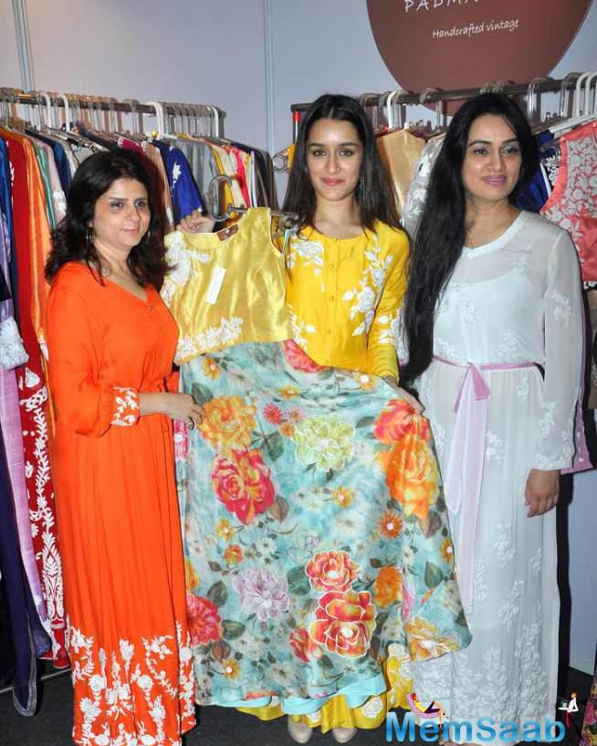 Shraddha Was At The Event To Support Her Aunt Padmini Kolhapure