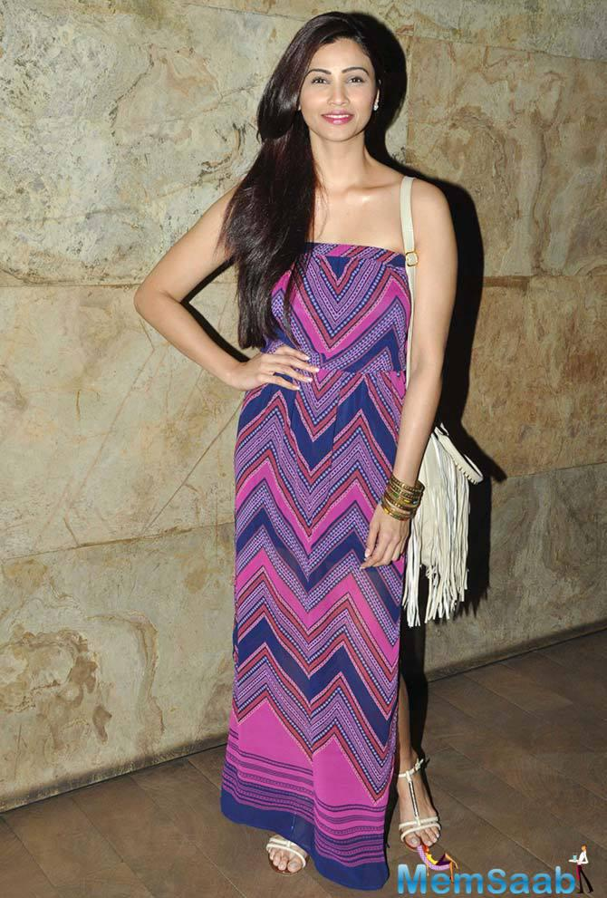 Daisy Shah Poses For The Camera In A Printed Maxi And A Tasseled Sling Bag