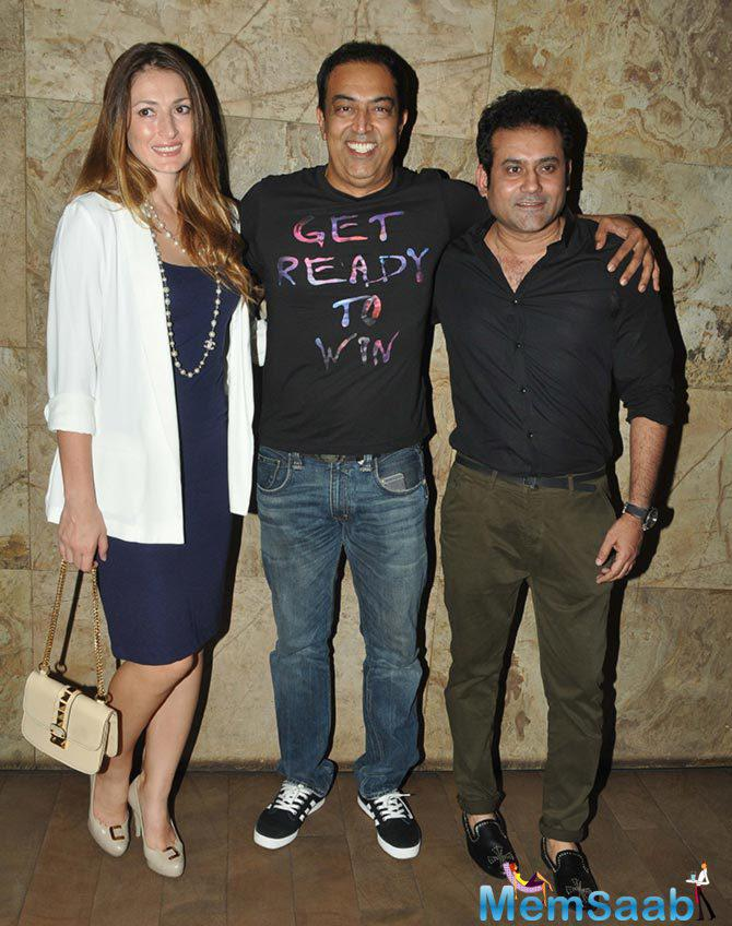 Vindu Dara Singh Posed With Wife At The Screening Of Hollywood Movie Transporter Refuelled