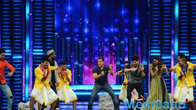 Salman's Steps Were Matched By The Contestants And Athiya And Sooraj
