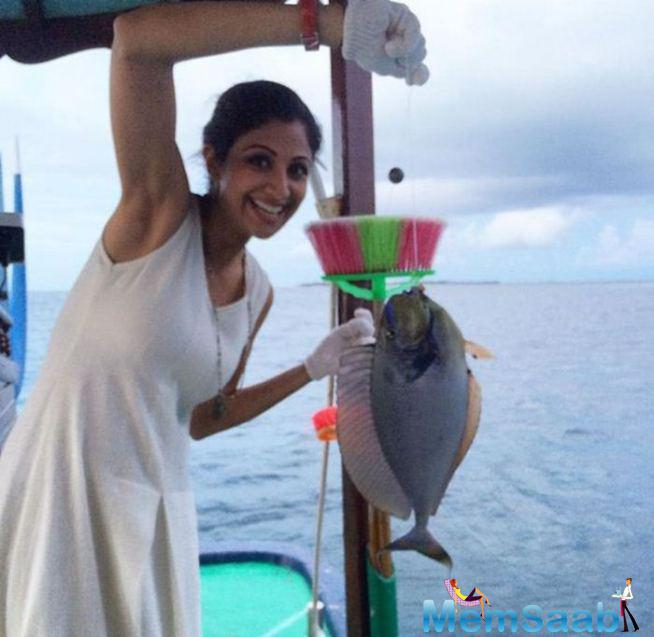 Shilpa Shetty's Excited Moment With A Fish On Maldives