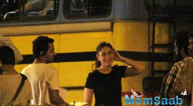 Kareena Smiling During The Shooting Sets Of Ki And Ka
