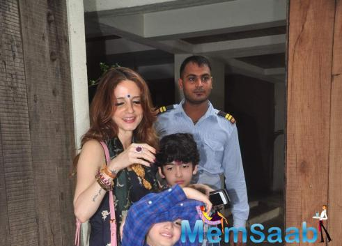 Sussanne Drops In At The Roshans' To Collect Kids Hrehaan And Hridhaan