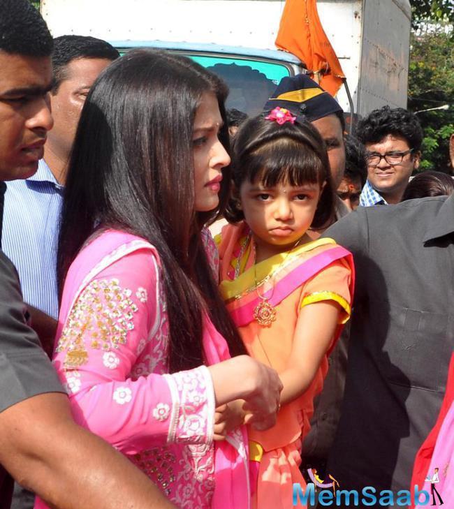Aishwarya And Aaradhya Offer Prayers At Siddhivinayak Temple