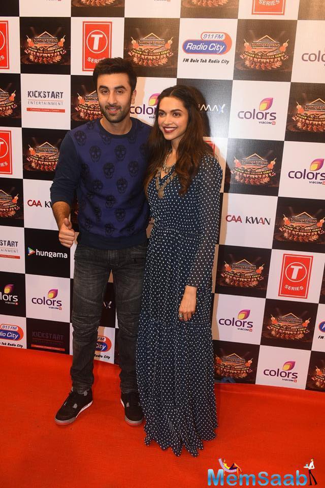 Ranbir Kapoor And Deepika Padukone Cool Pose On Red Carpet At Suron Ke Rang Color Ke Sang Musical Event