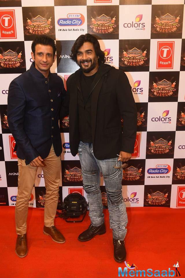 Sharman Joshi And R. Madhavan Cool Pose On Red Carpet At Suron Ke Rang Color Ke Sang Musical Event