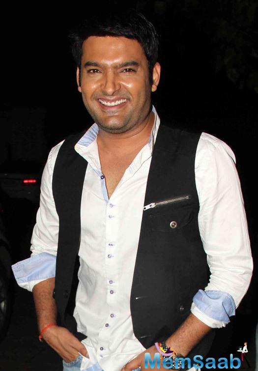 Kapil Sharma Flashes Smile During The Screening Of Kis Kisko Pyaar Karoon Movie