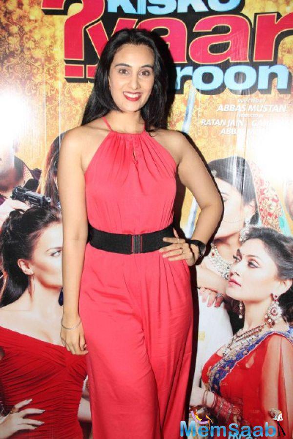 Sai Lokur Posed During The Screening Of Kis Kisko Pyaar Karoon Movie