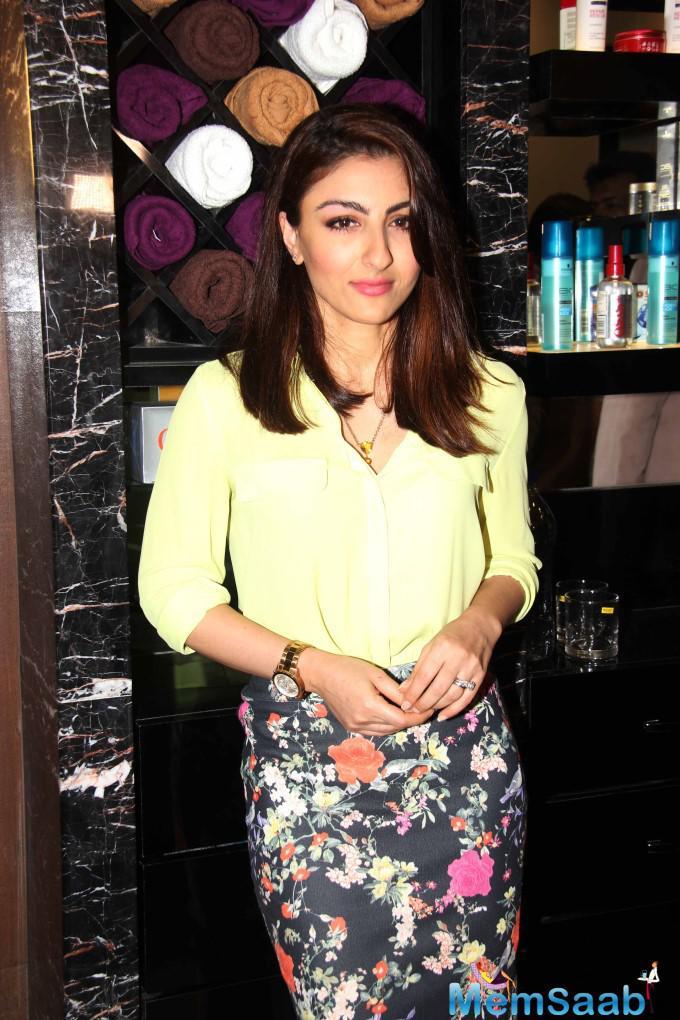 Soha Ali Khan Stunning Look During U And Me Salon Opening Event