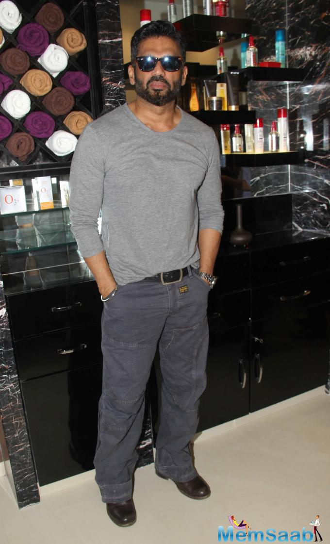 Sunil Shetty Posed For Camera At The U And Me Salon Opening Event