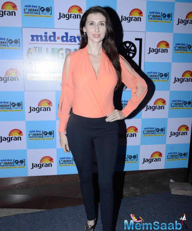 Claudia Ciesla Stunning Look During The Opening Of Jagran Film Fest