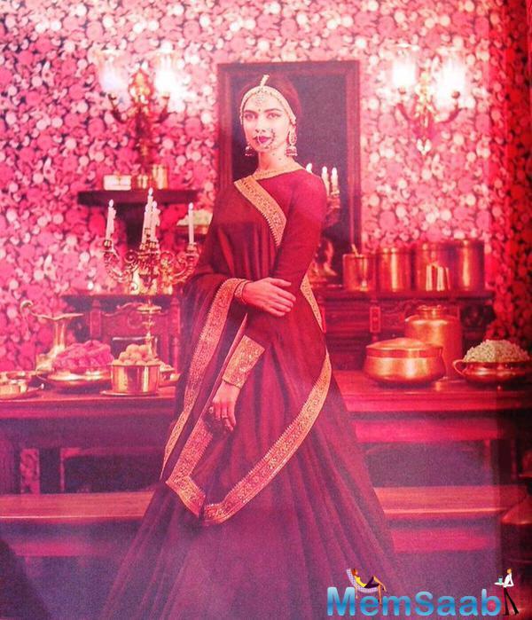 Deepika Padukone Looks Stunning In This Traditional Wear