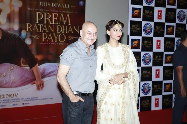 Anupam Kher And Sonam Kapoor Posed For Camera During Trailer Launch Of Prem Ratan Dhan Payo