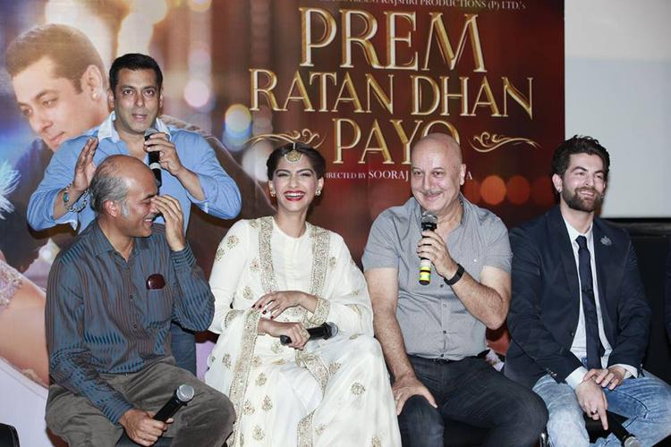 Salman Khan,Sooraj Barjatya,Sonam Kapoor,Anupam Kher And Neil Nitin Mukesh Smiling Pose During Trailer Launch Of Prem Ratan Dhan Payo