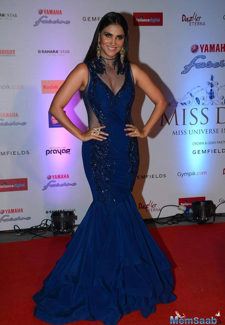 Sexy Mommy Lara Dutta Looked Smashing In A Blue-Black Sheer Gown