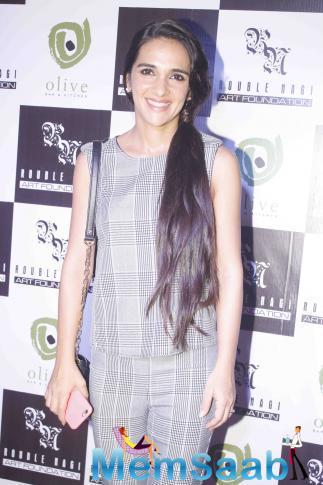 Tara Sharma Smiling Pose At Rouble Nagi Art Exhibition 2015