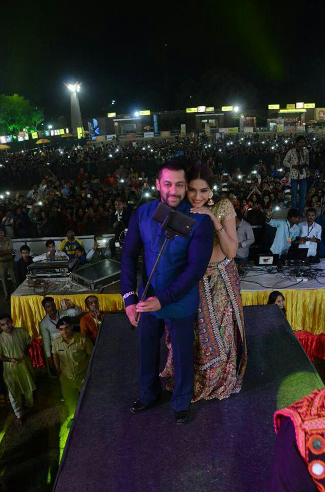 Salman Khan And Sonam Kapoor Clicked Cozy Look At Ahmedabad