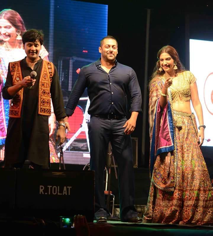 Salman Khan And Sonam Kapoor Grooving To The Tunes Of Falguni Pathak