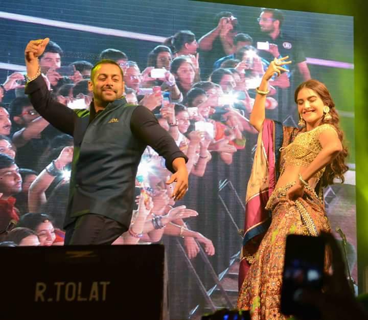 Salman Khan And Sonam Kapoor Rock The Garba Night In Ahemdabad