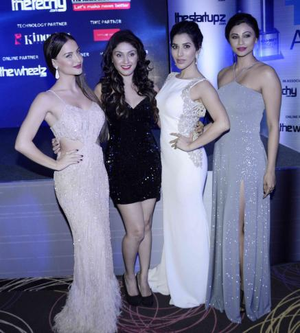 Elli Avram,Manjari Phadnis,Sophie Choudry And Daisy Shah Clicked At Exhibit Tech Awards