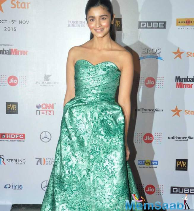Alia Bhatt All Smiles At The Mami Opening