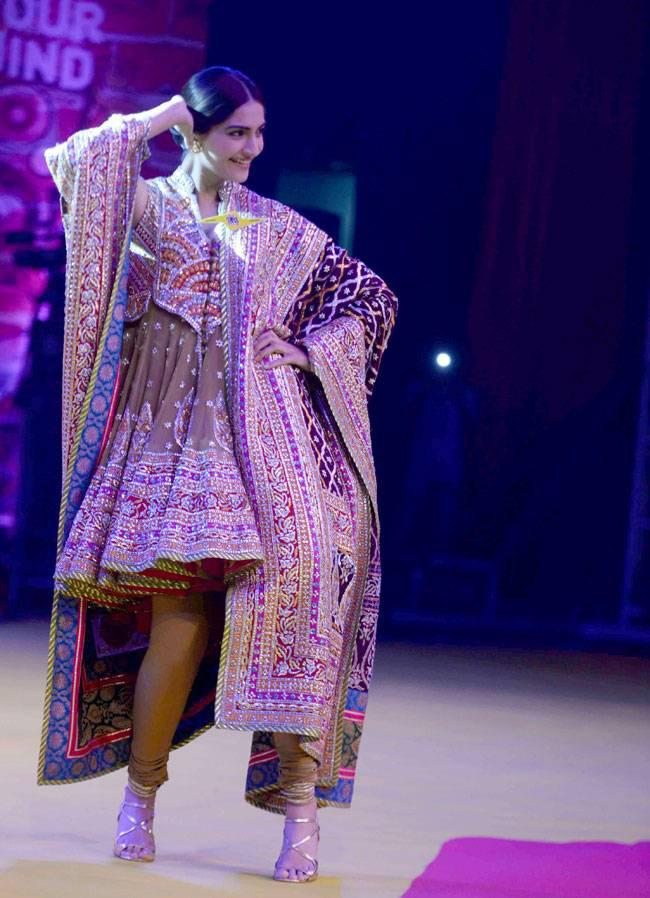 Sonam Kapoor Cool Danced At India Today Summit 2015