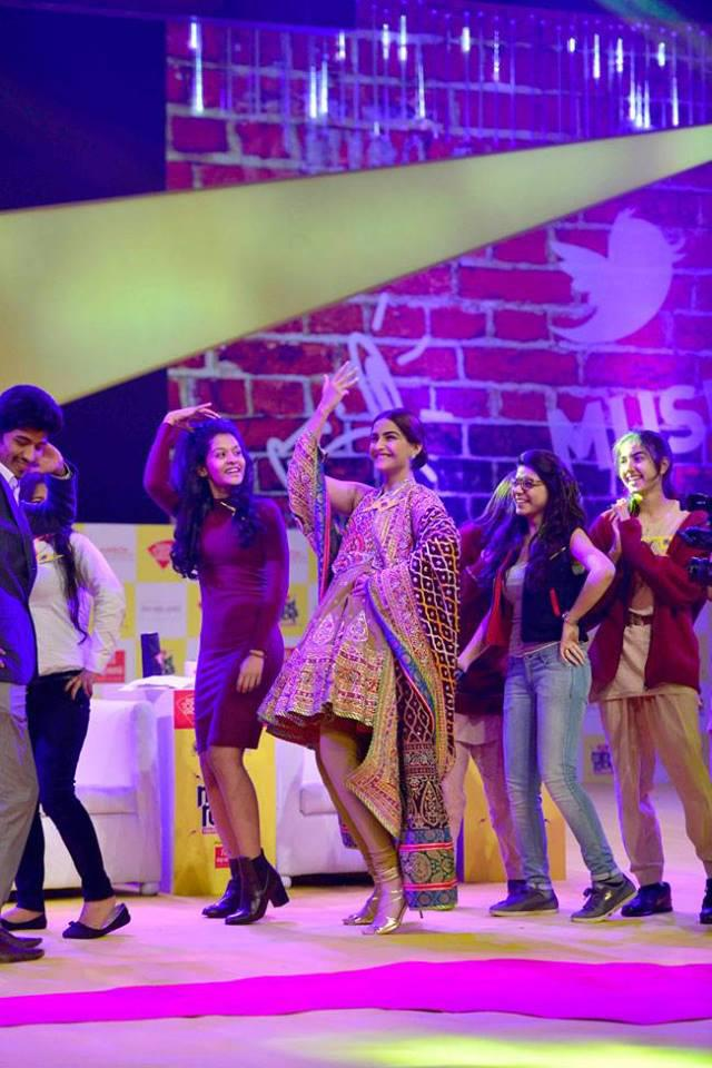Sonam Kapoor Shaking Her Legs With Audience At India Today Summit 2015