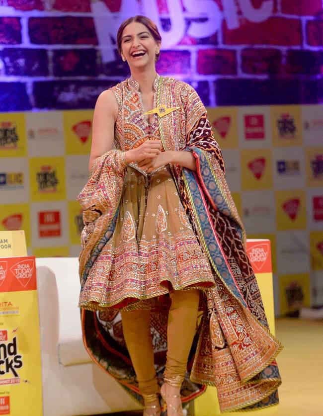 Sonam Kapoor Smiling Look At India Today Summit 2015