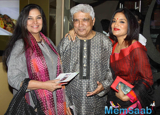 Shabana Azmi,Javed Akhtar And Sandhya Mridul Clicked For The Shutterbugs