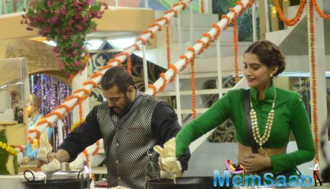 Jalebi Making Competition With Salman vs Sonam In Bigg Boss House