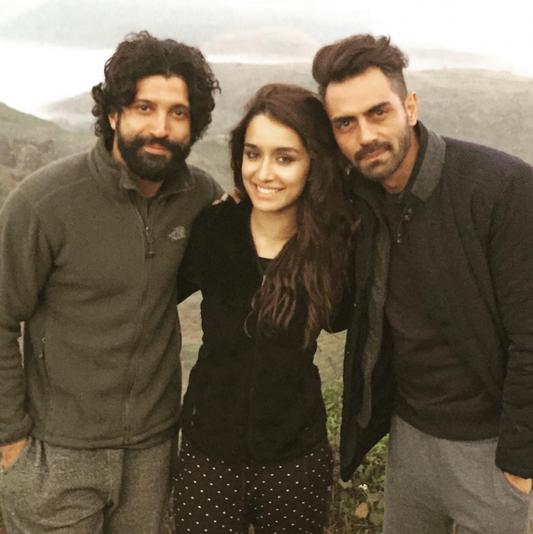 Arjun Posted An Early Morning Snap With Farhan And Shraddha
