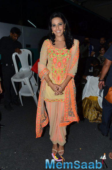 Swara Bhaskar Who Plays Salman Khan's Sister In The Film, Was Pretty In An Orange Embroidered Salwar Suit