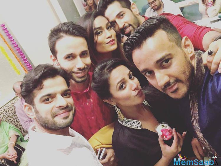 Karan,Anita And Other Strikes For Selfie
