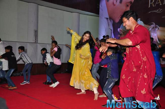 Salman And Sonam Shook A Leg On The Songs Of Their Movie With The Kids