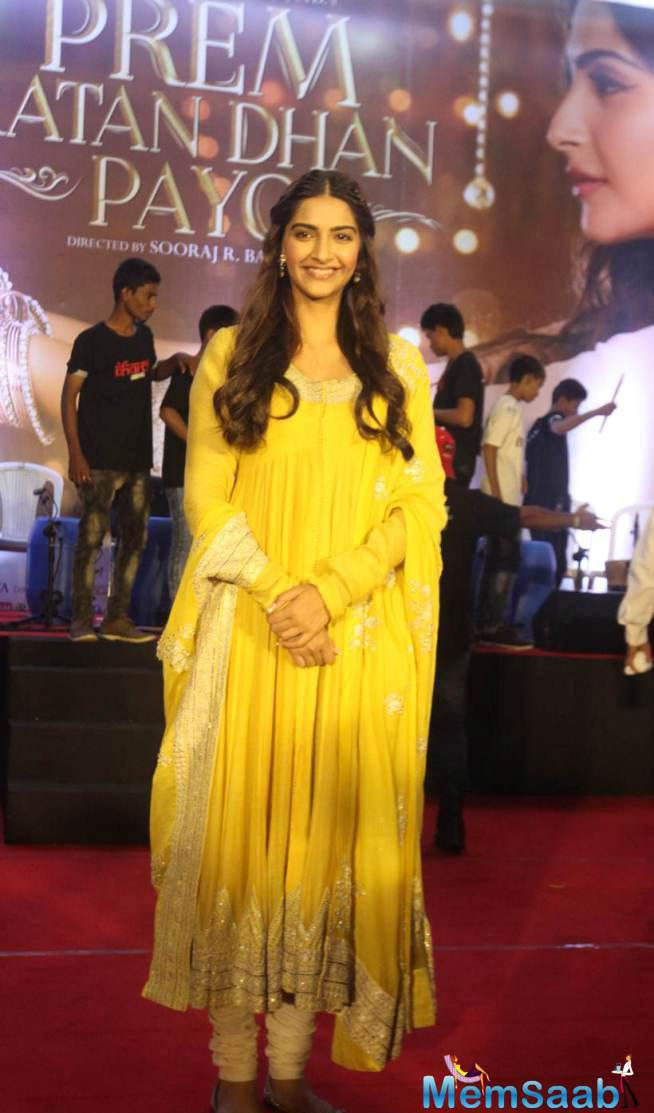 Sonam Looks Very Pretty With Her Traditional Attire