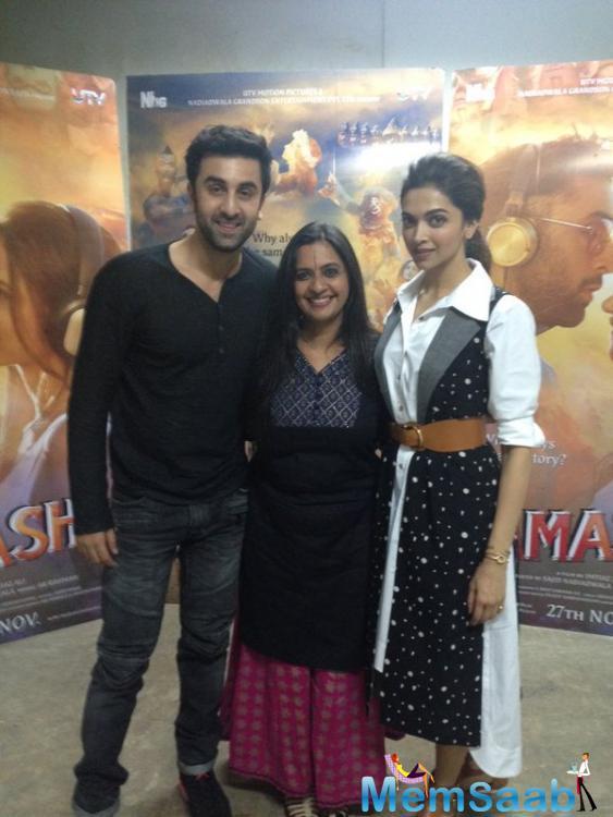 Deepika And Ranbir Pose For Camera During Tamasha Promotional Event