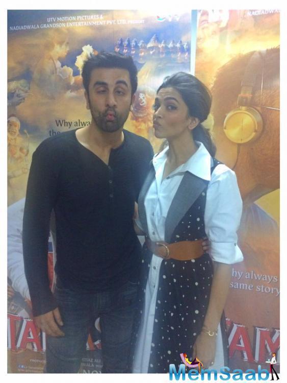 Ranbir And Deepika's Fish Face Pose During Tamasha Promotional Event