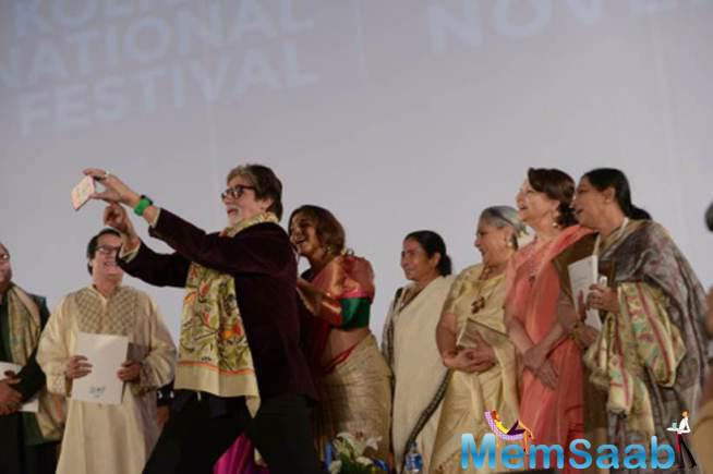 Amitabh Takes A Selfie With Bollywood Evergreen Beauties