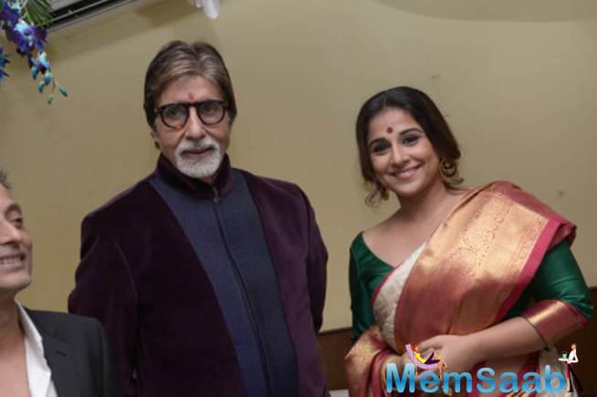 Vidya Clicked A Photograph With Amitabh During 21th Kolkata Film Fest